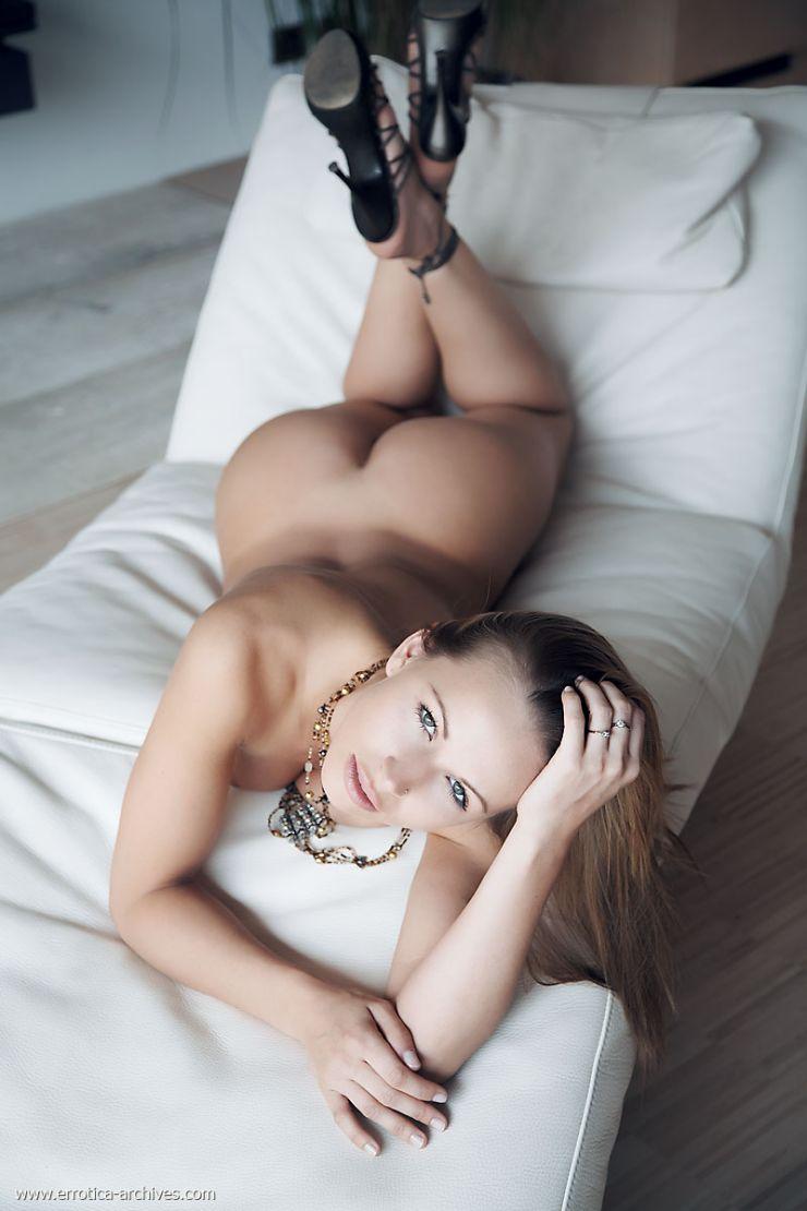 zuzana body rock nude